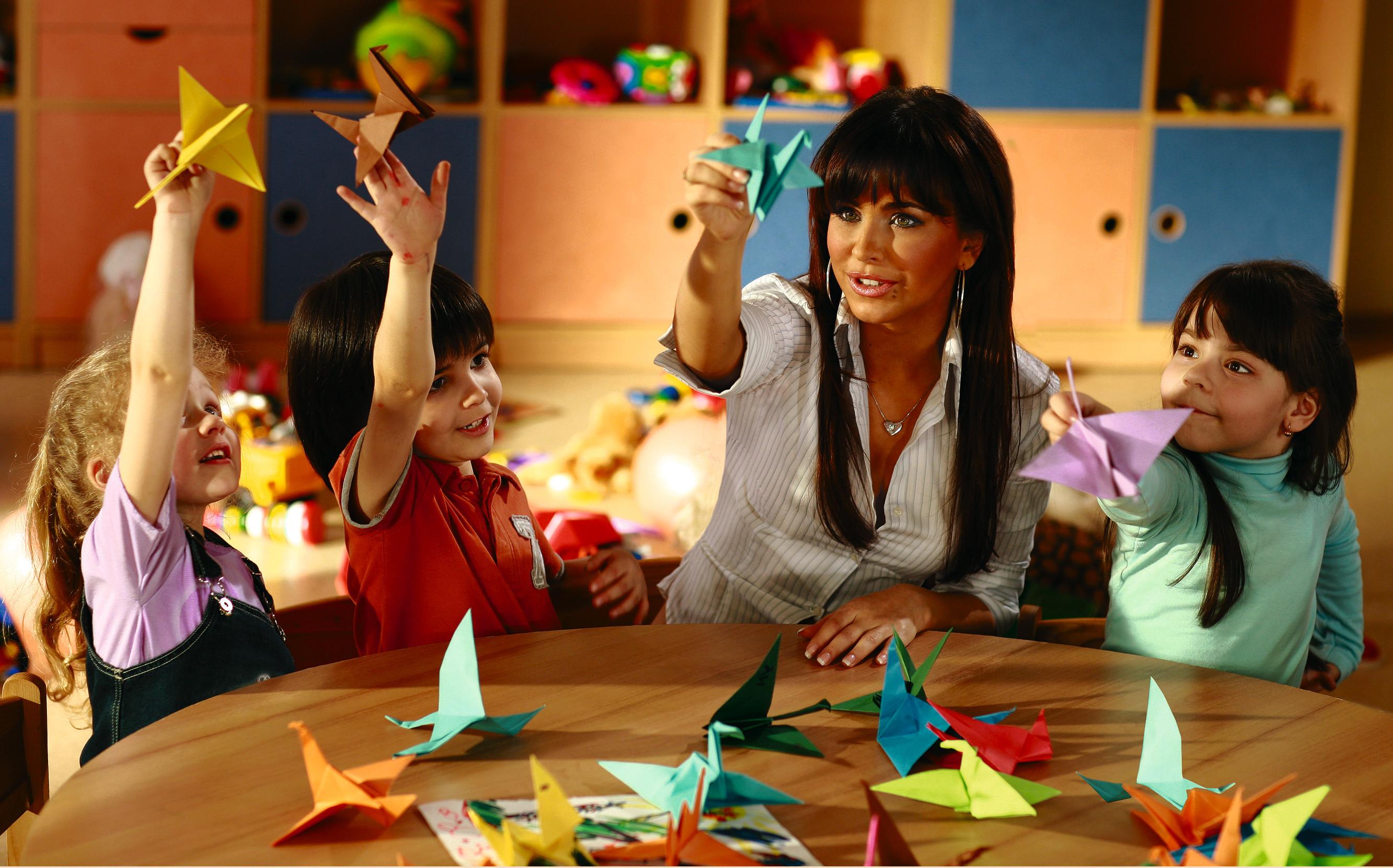 Днем, картинки дети делают оригами