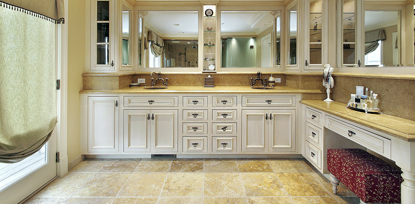 Impressive White Kitchens with Granite Countertops 1600 x 789 · 837 kB · jpeg