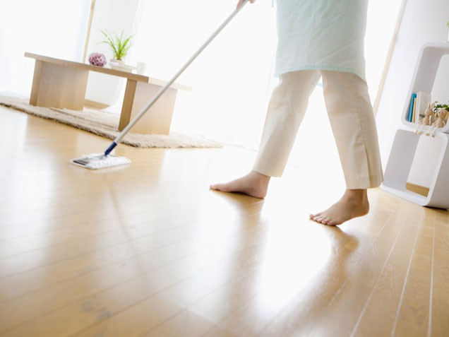 How-to-clean-a-wood-floor-with-vinegar