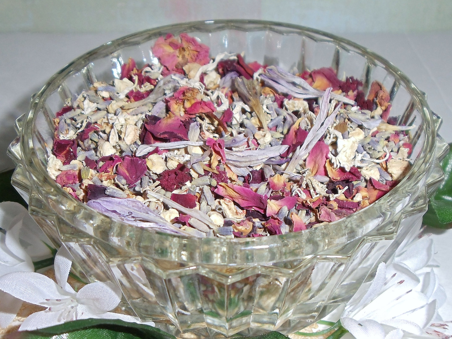 Mixing spices and scented fixatives