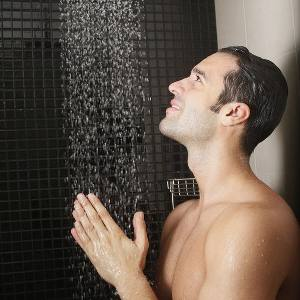 Corner shower for maximum space in the bathroom