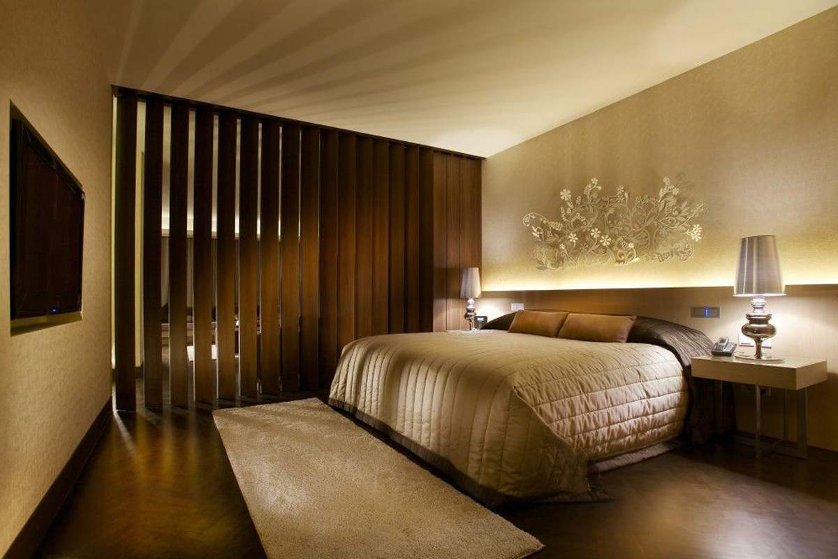 Cozy bedroom hotel room design my decorative for Hotel bedroom designs