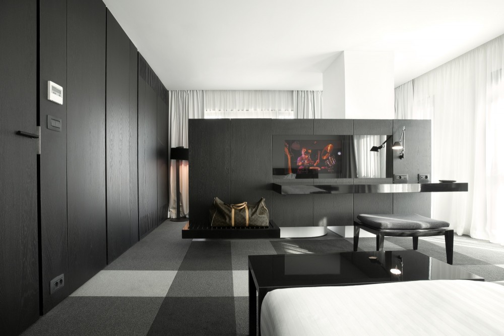 Hotel studio mode