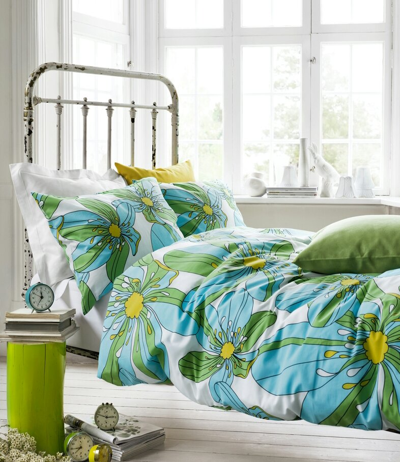decorate home with blue and green my decorative. Black Bedroom Furniture Sets. Home Design Ideas