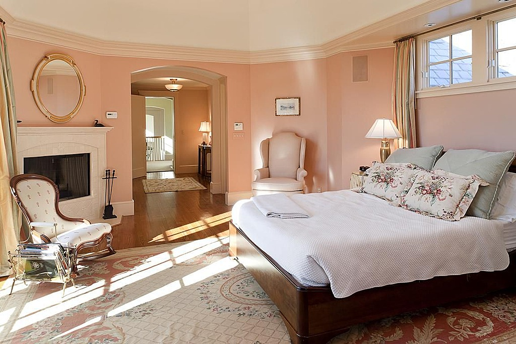 Great Traditional Master Bedroom