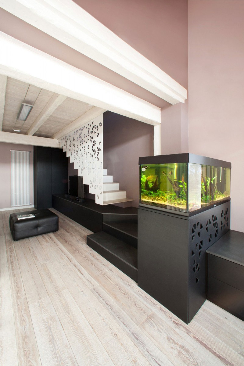 Wood Interior Decoration Simple Fish Tank Combined With Modern Wood Interior