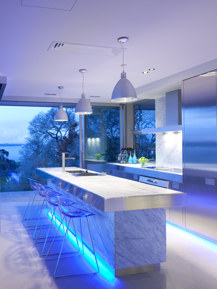 Led Bulbs in Contemporary Kitchen