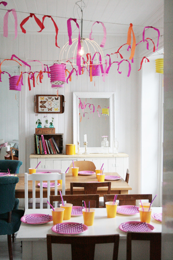 Love is in the air decoration ideas for valentine day for Valentine room ideas