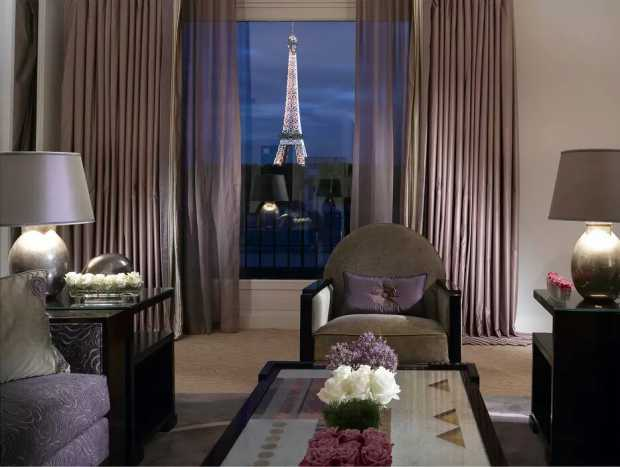 Au Plaza Athenee Terrace Eiffel Suite Bedroom