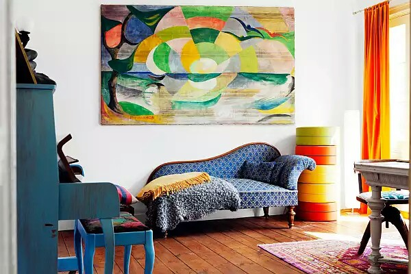 colorful-divan-in-living-room-with-pretty-Persian-rug