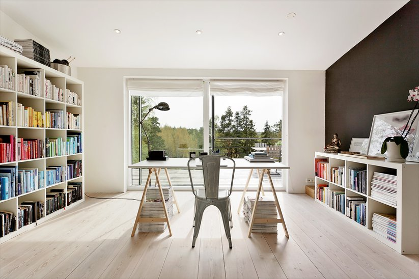 Clean Minimal Workspace Design