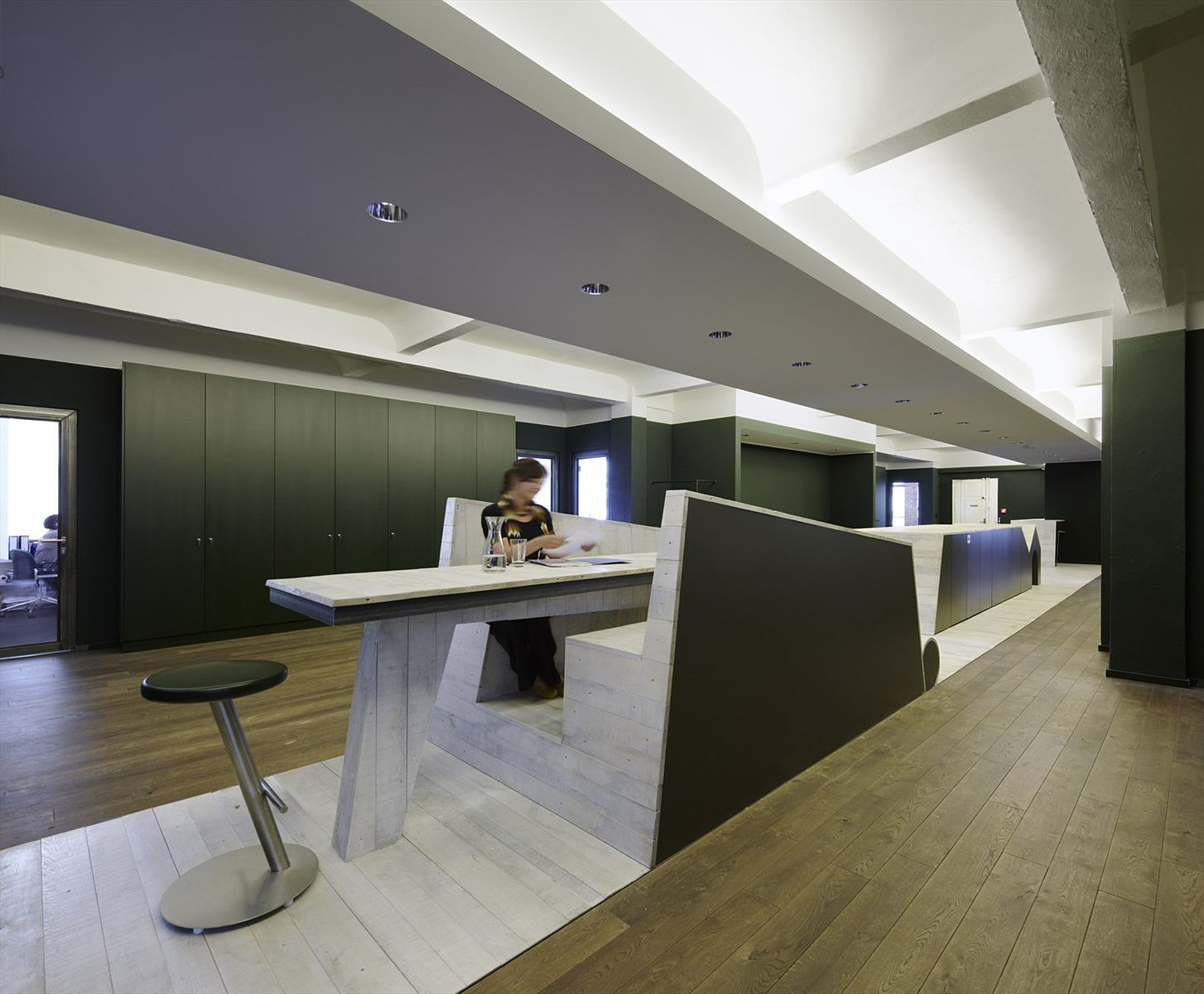 The dynamic impact of modern workspaces on your business for Interior design of office