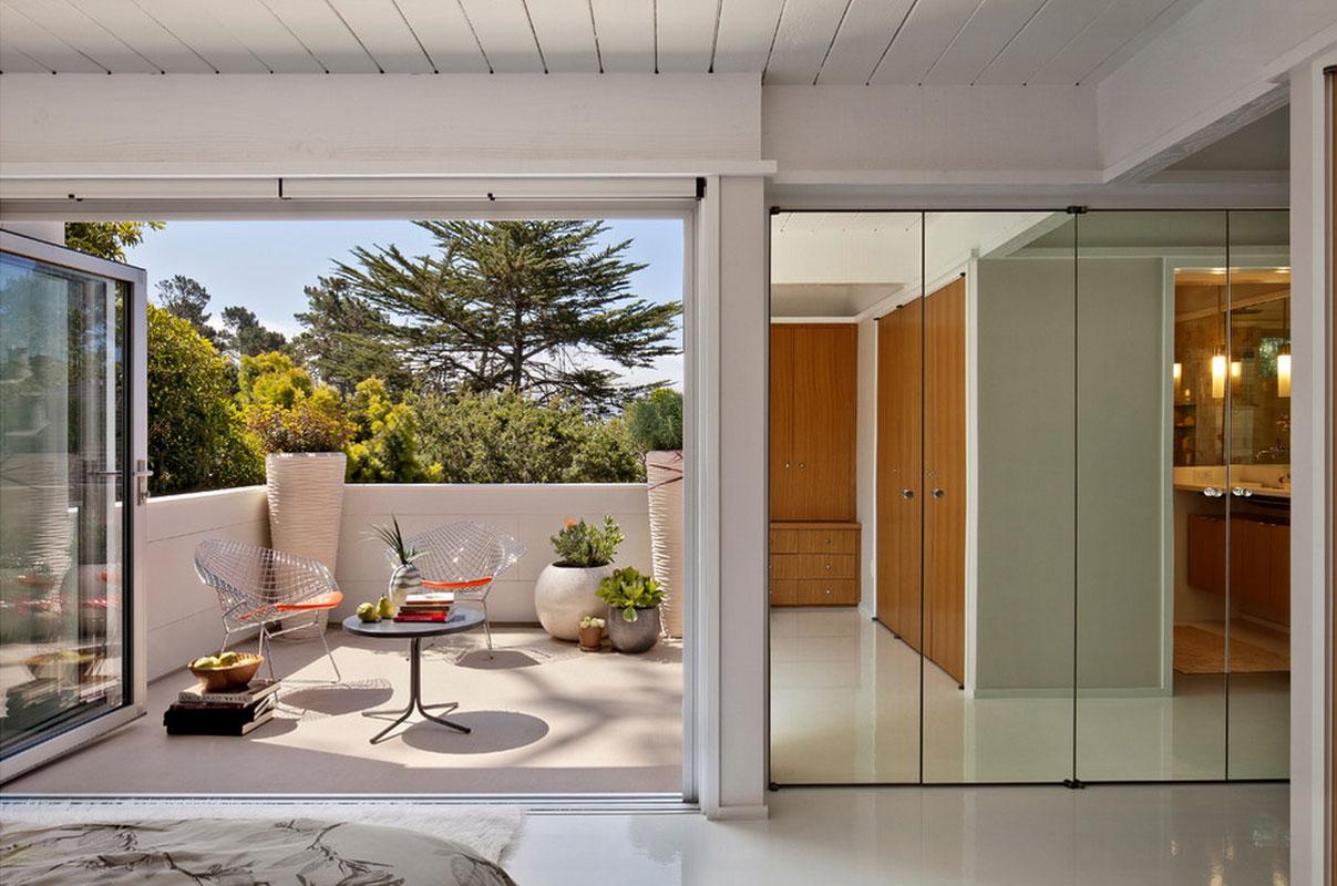 Balcony interior design - Small Interior Balcony To Keep The Plants