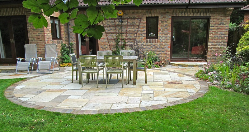 Garden patio designs ideas my decorative for Circular garden decking
