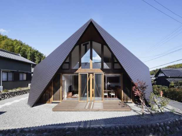 Japanese Home With An Origami Inspired Roof
