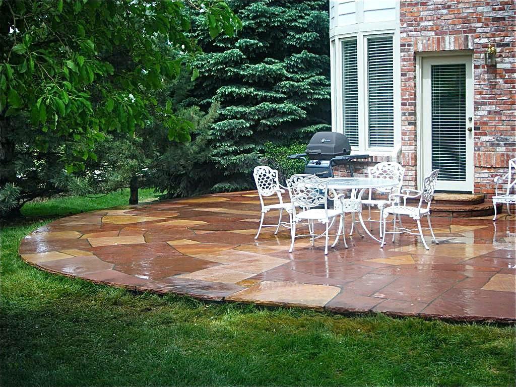 small patio designs with hearth pit