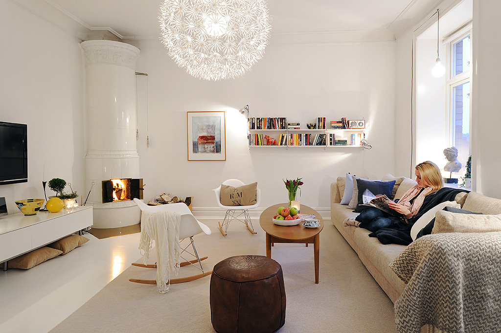 Bright Living Room With Lamp And Chandalier Lighting