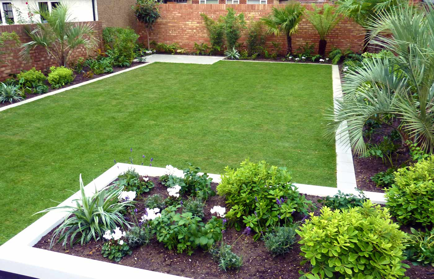 Keeping your garden weed free my decorative for Garden layout ideas
