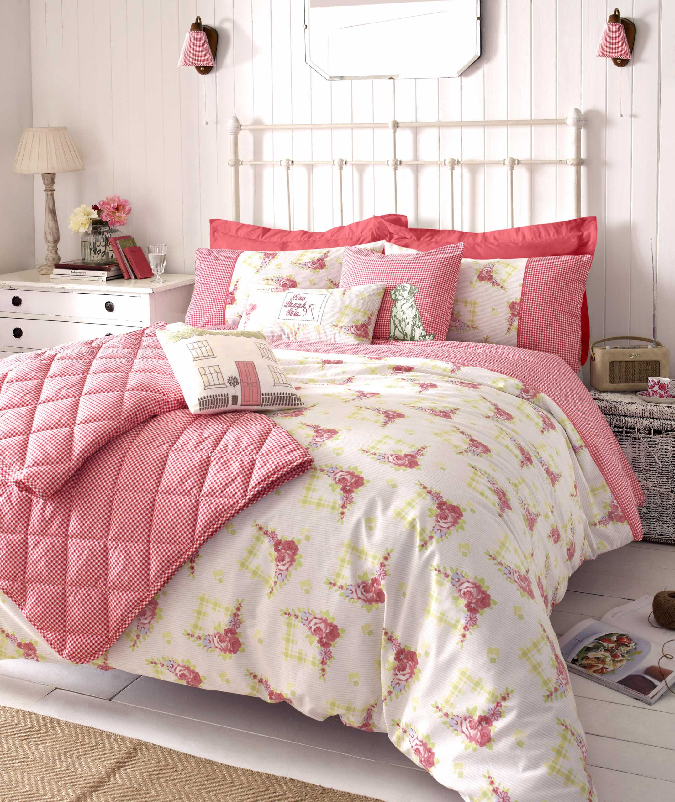 Charming Color Of Best Shabby Chic Bedroom Ideas Finished In Small Size With White Color Of Wooden Walling Unit Panel My Decorative