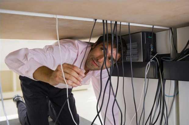 wires-behind-the-computer-desk