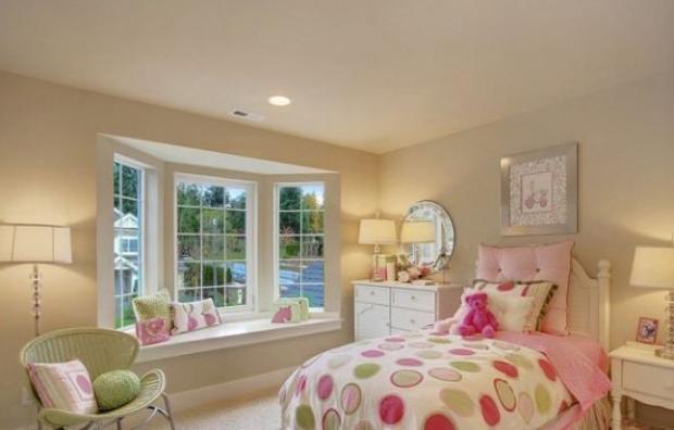 Novel Window Decoration Ideas for Kid's Room
