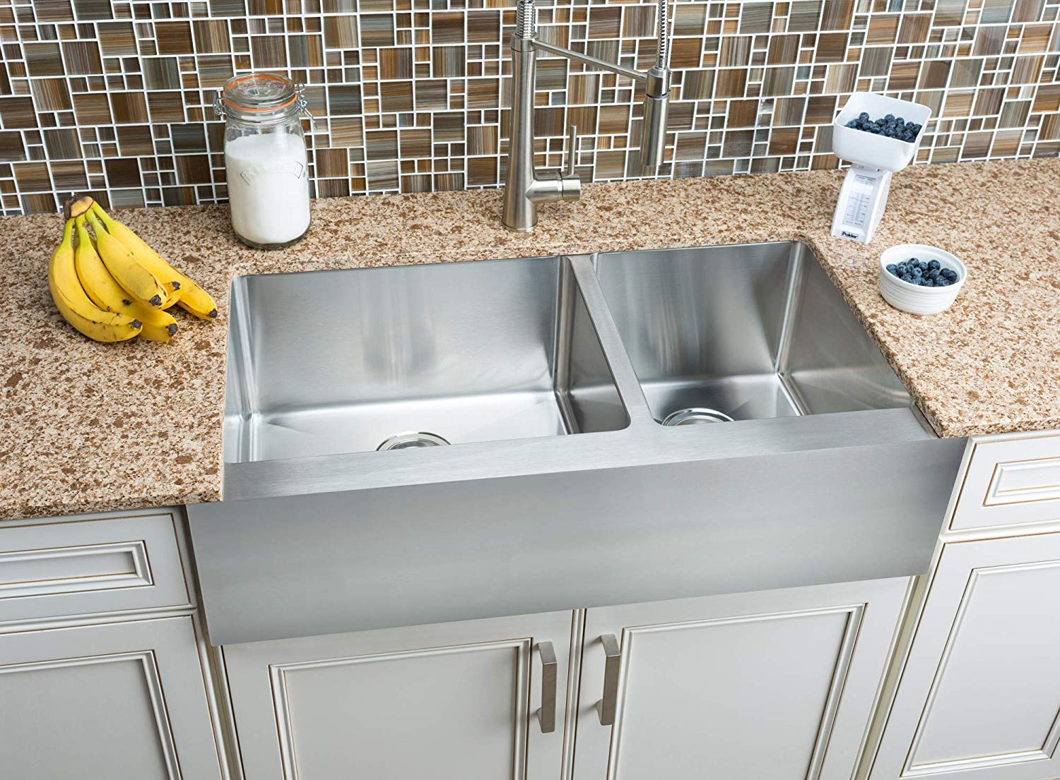 Farmhouse Sinks Are A Design Trend Toward Utility And Old World