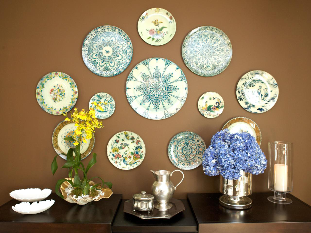 Using Plates For Decoration