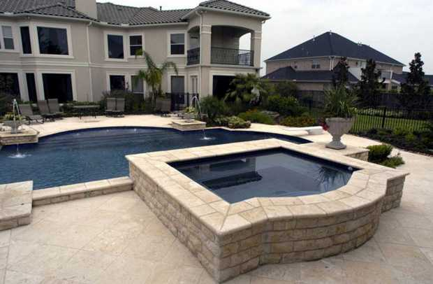 Custom Luxury Swimming Pool Builder