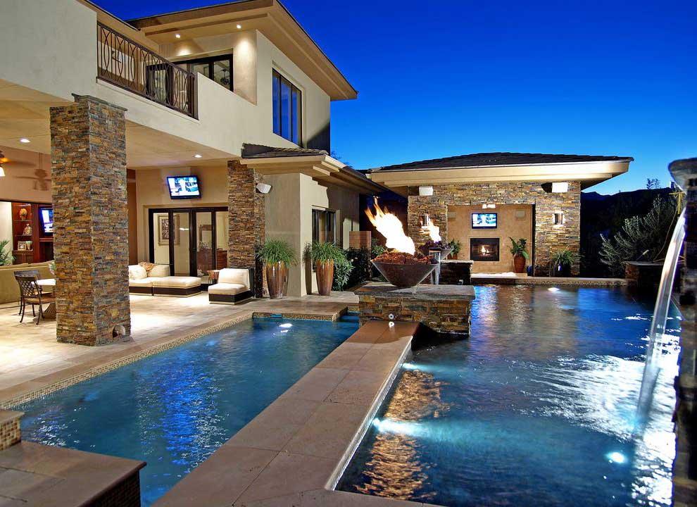 Custom Luxury Swimming Pool