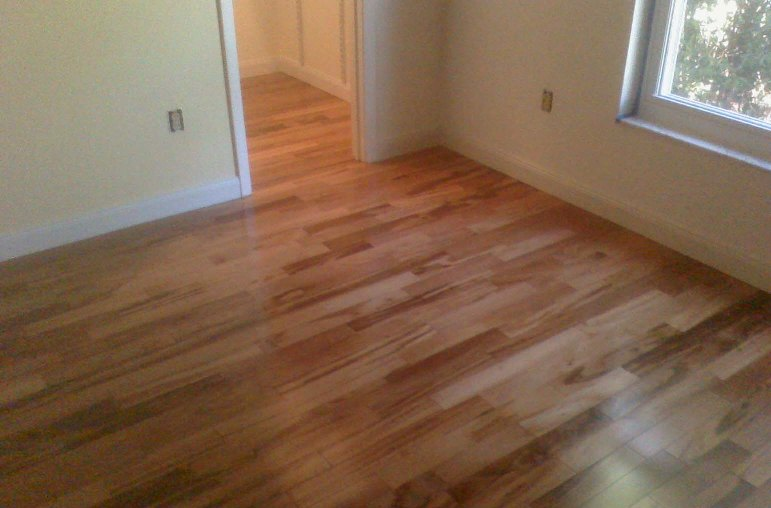 3 tips for getting your laminate floors squeaky clean my for Squeaky bathroom floor
