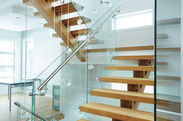 White Oak Mono Stringer With Stainless Steel Hand Rail