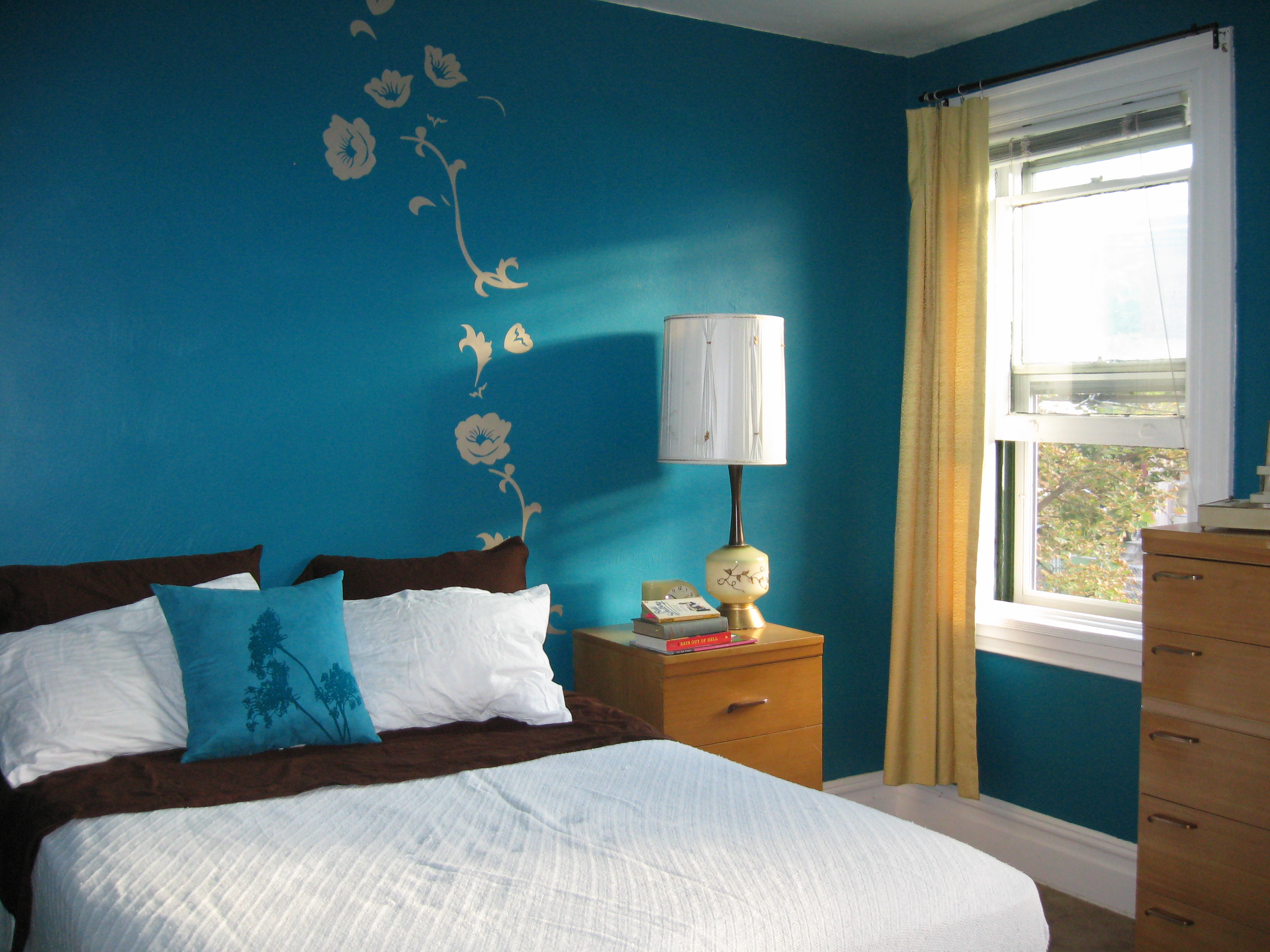 Budget friendly ideas for a fabulous bedroom makeover my for Apartment therapy bedroom ideas