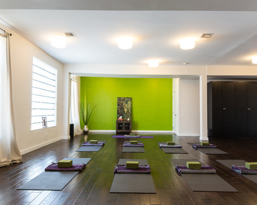 How To Turn Your Garage Space Into A Personal Yoga Studio | My ...