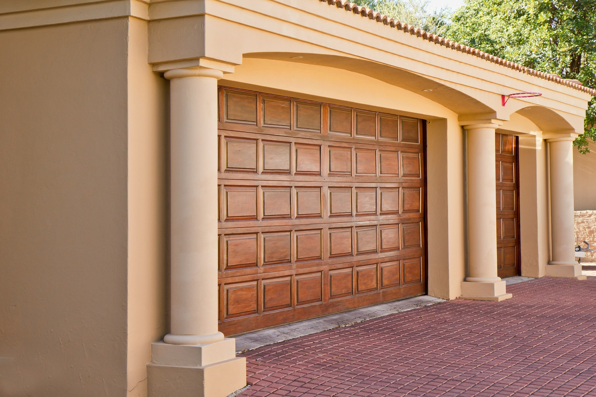 An extensive guide to new garage doors my decorative for Garage doors