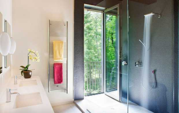 comfortable environment for small bathroom