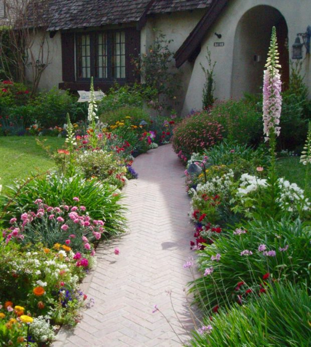 English Country Cottage Style Garden