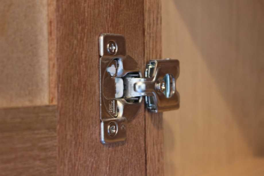 Avoid Rusting And Squeaky Hinges