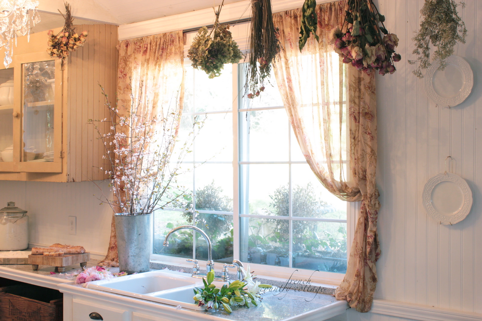 Kitchen Decorating With Dried Flowers