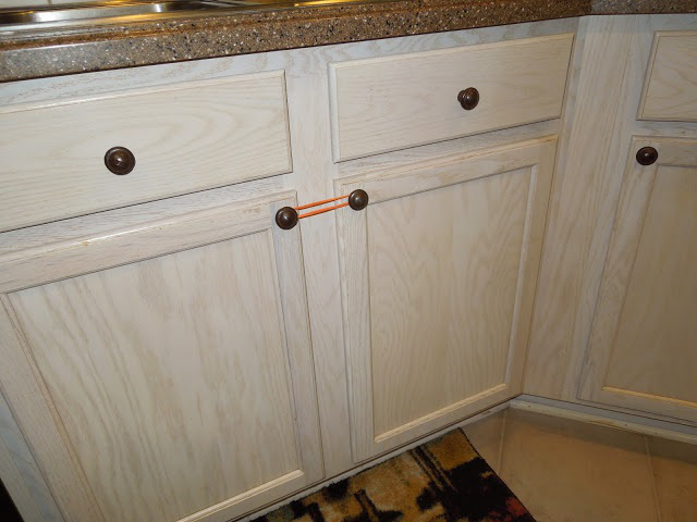 Use Rubber Bands To Keep Cabinets Shut