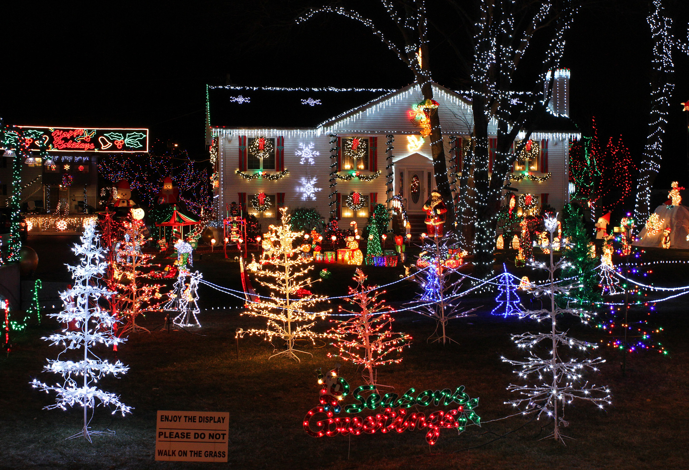 House With Lights This Christmas