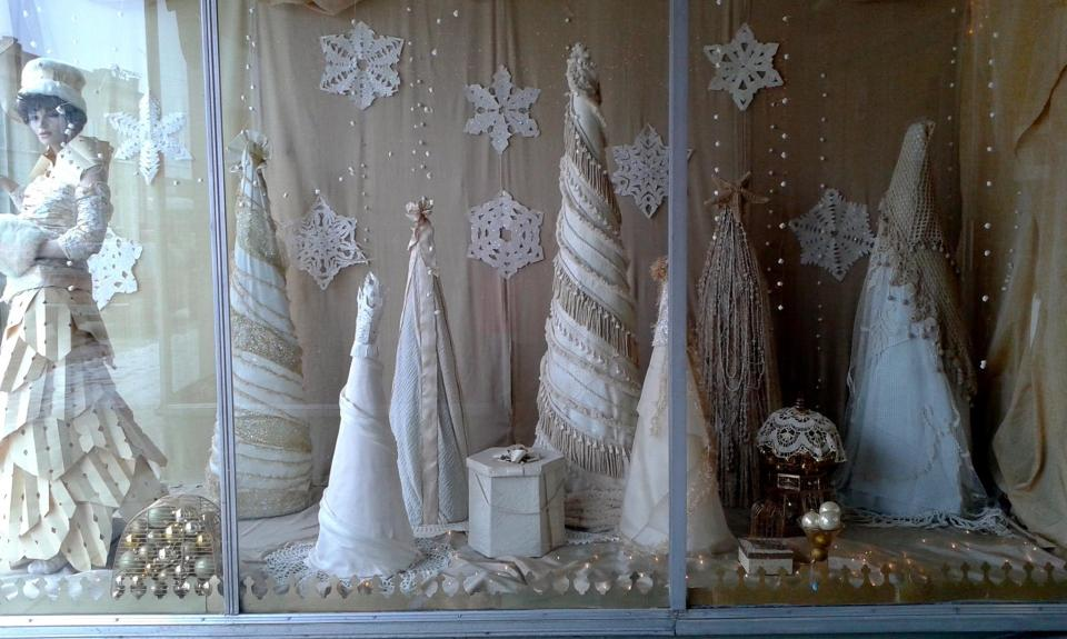Display Holiday Artwork