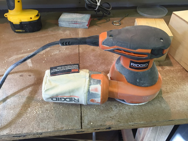 Features Of Ridgid r2601 Random Orbit Sander