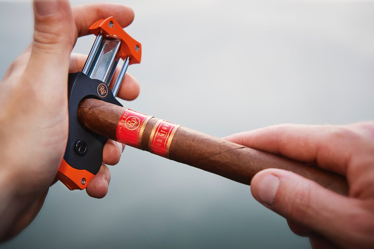 Right Cigar Cutter