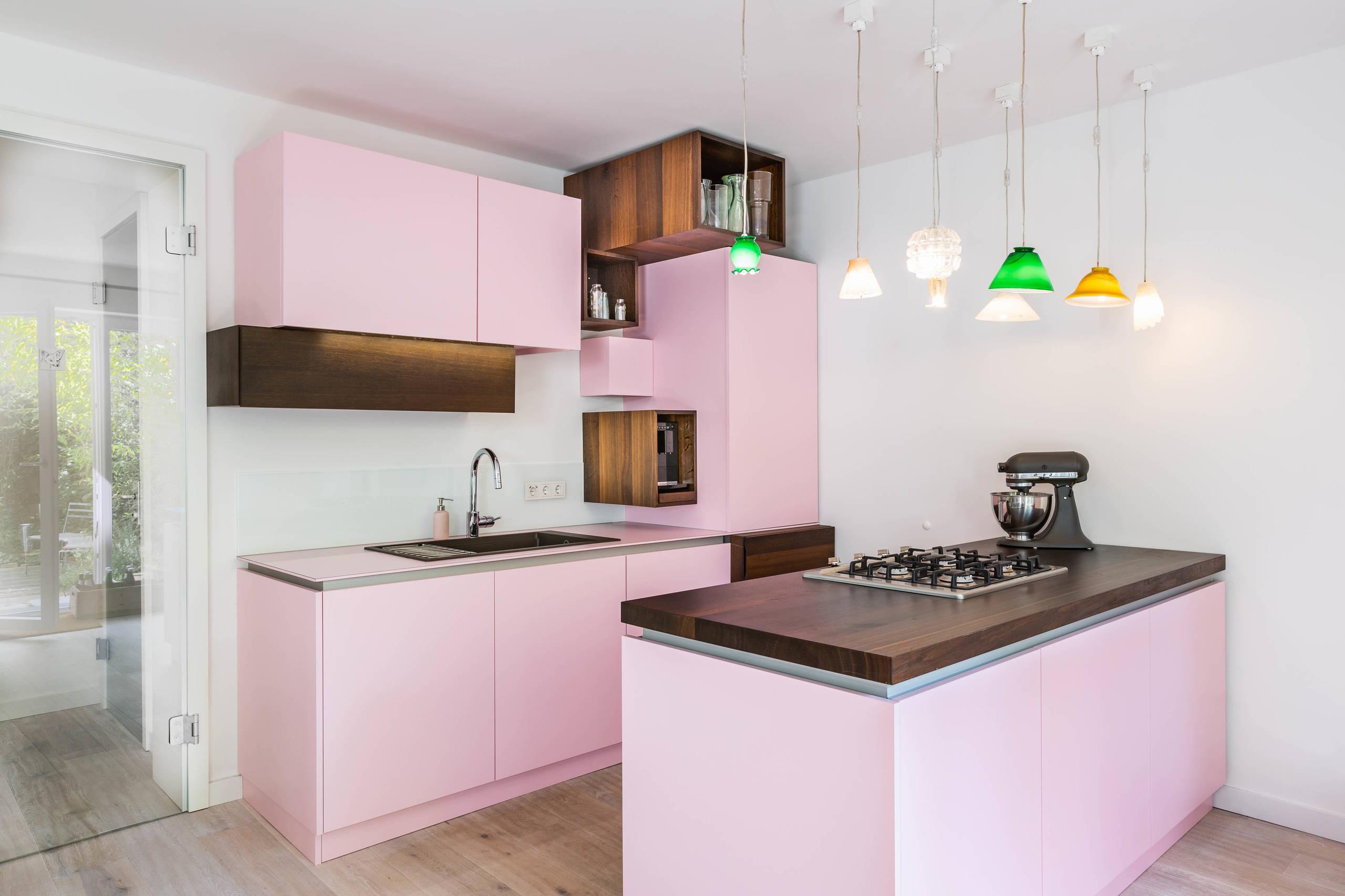 Chic Pink Colored Kitchen Schemes