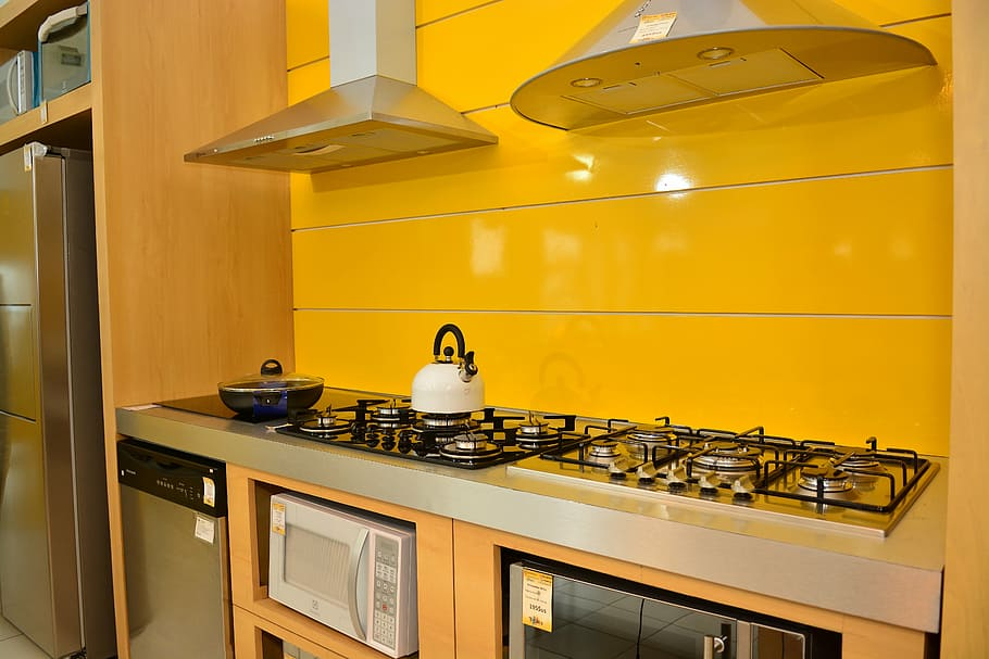 Sunny Yellow Colored Kitchen Schemes