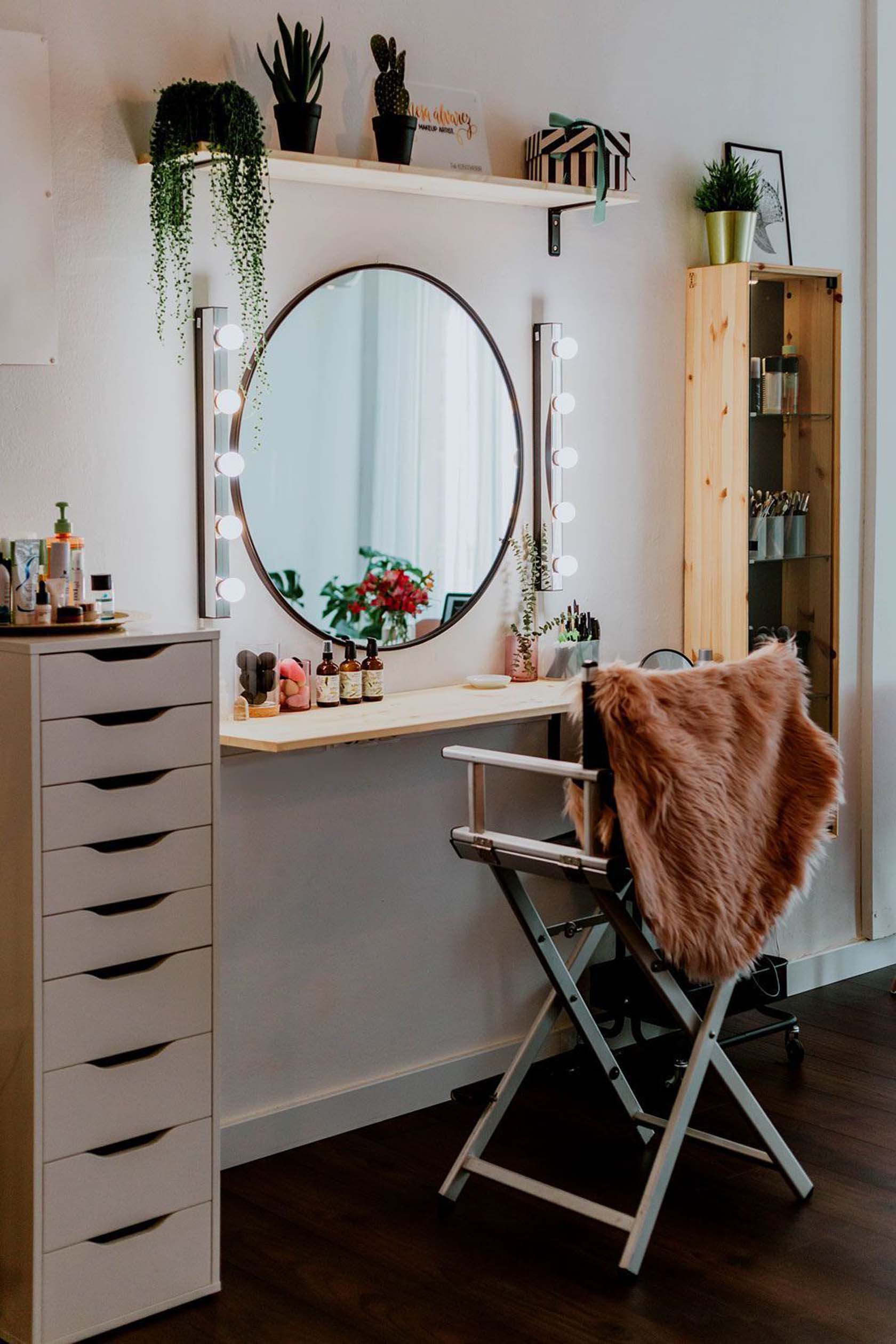 Keep Only The Reachable Things In Front Of The Dressing Table