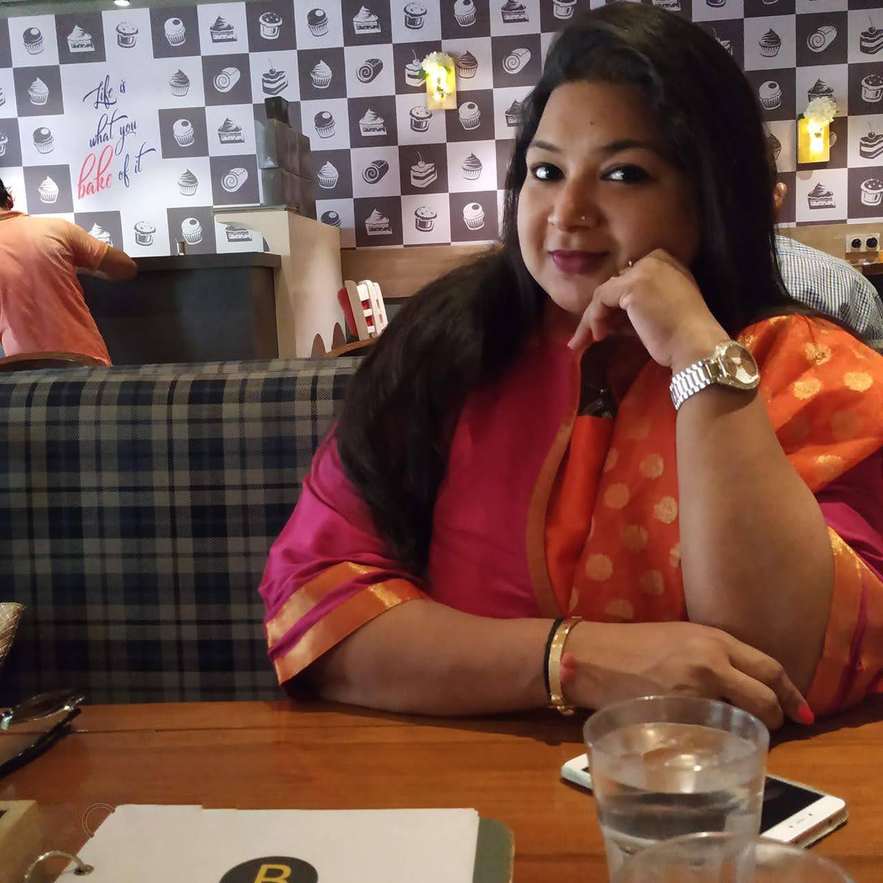 Jinally Shah - Social Media Manager At MyDecorative.Com